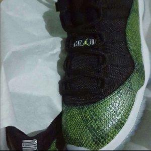Men's new air Jordan 11 retro snakeskin w/ box
